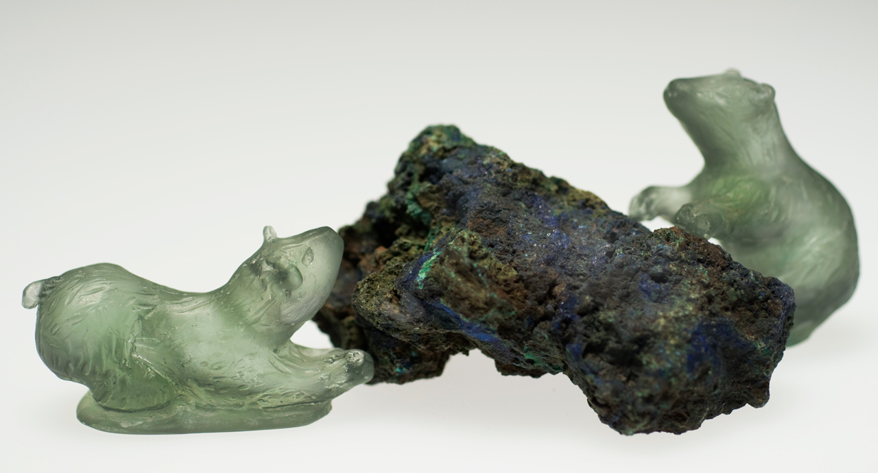 glass sculpture: 2 bears with rock